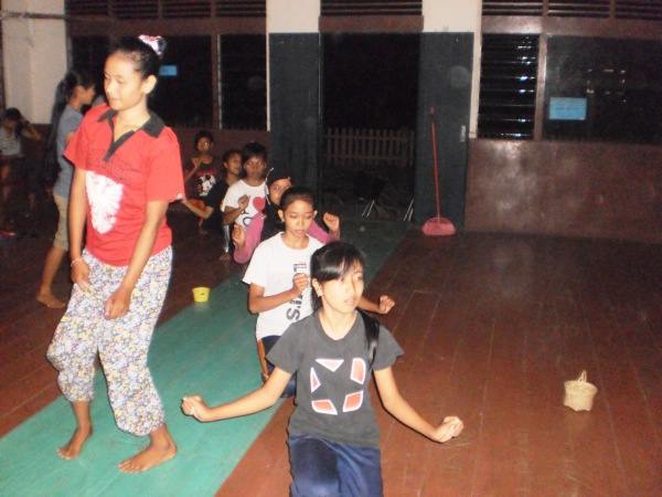 Penari Sanggar Bathin Galang Desa Bokor Latihan persiapan untuk Bokor Folklore